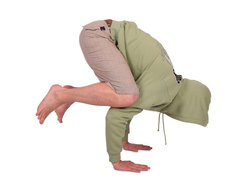 Mann tut Handstand lizenzfreie stockfotos