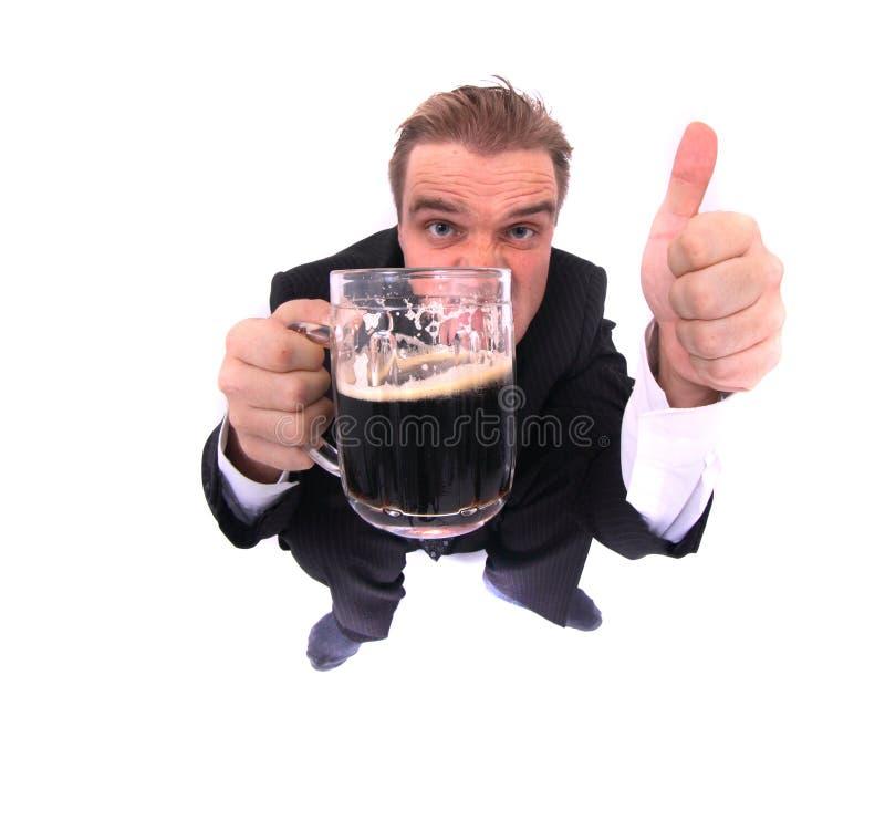 Mann und Bier stockbild