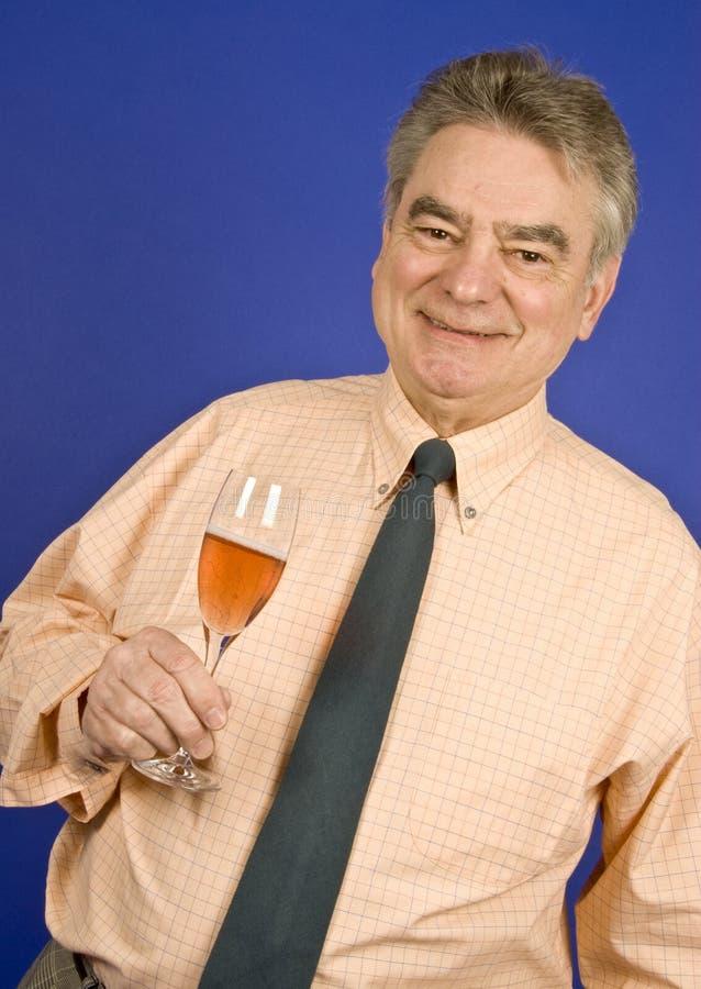 Mann und Champagne lizenzfreies stockbild