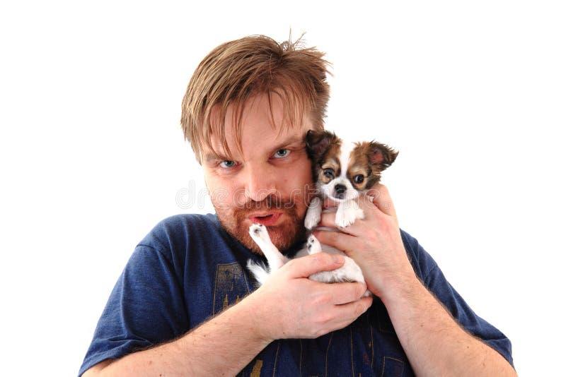 Mann und Chihuahua stockbild