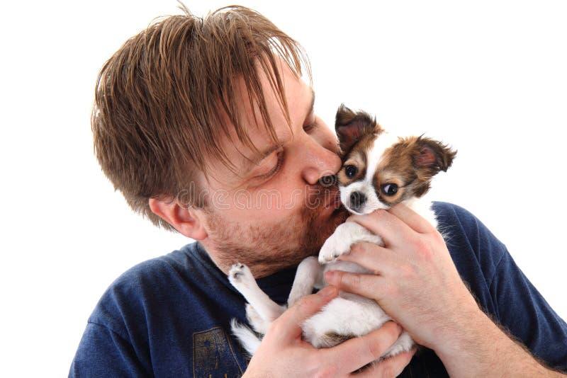 Mann und Chihuahua lizenzfreies stockfoto