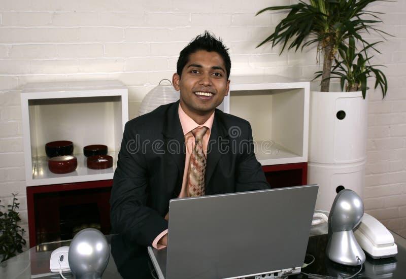 Mann und Computer stockfotos