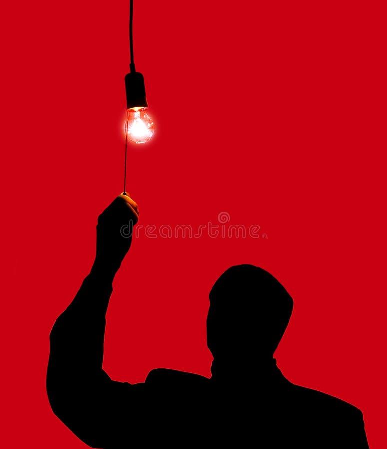 Mann und eine Glühlampe stockfotografie