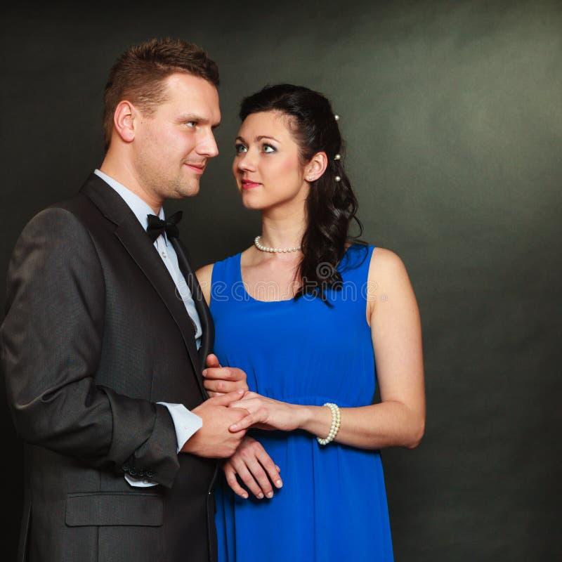 Mann und Frau in den Handschellen, keine Freiheit lizenzfreies stockbild