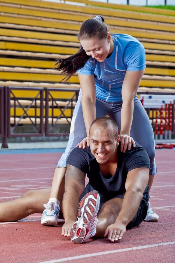 Mann und Frau am Stadion stockbilder