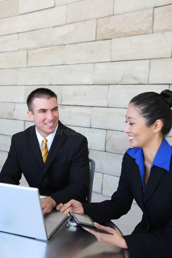 Mann-und Frauen-Geschäfts-Team lizenzfreies stockbild