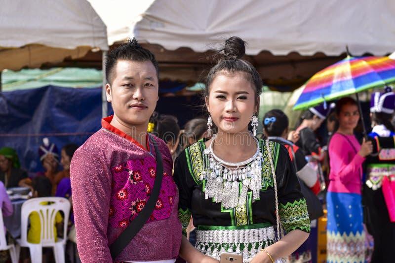 Mann- und Frauentraditionsbehandlung Hmong stockfotografie