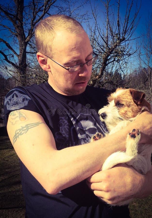 Mann und Hund lizenzfreie stockfotografie
