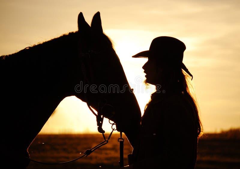 Mann und Pferd lizenzfreies stockbild