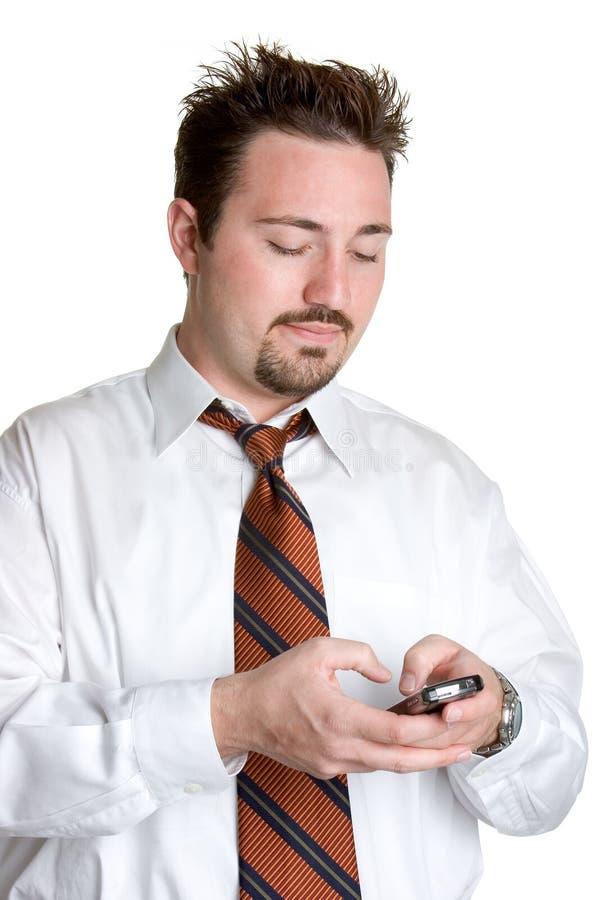 Mann-Versenden von SMS-Nachrichten lizenzfreie stockfotos