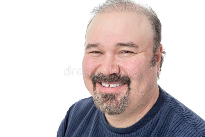Mann von mittlerem Alter, der ein gutes Lachen genießt lizenzfreie stockfotografie