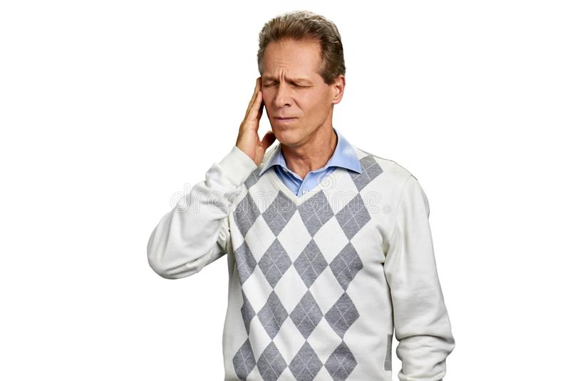 Mann von mittlerem Alter, der unter Migräne leidet stockfoto