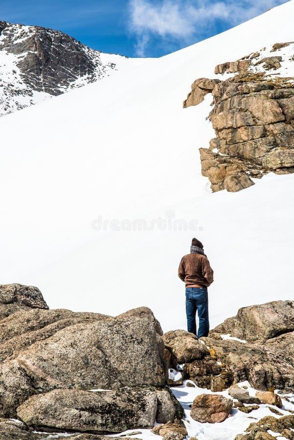 Mann-Wanderer-Unterlassungsberg Evans Summit - Colorado lizenzfreie stockfotos
