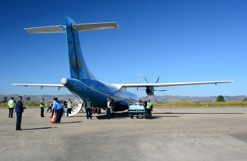 Mann Yadanarpon plano alista para el desembarque de pasajeros Aeropuerto de Heho El municipio de Kalaw Distrito de Taunggyi El Es foto de archivo libre de regalías