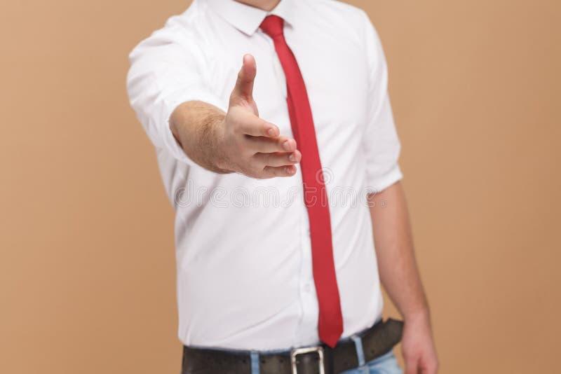 Mann zeigt Händedruckzeichen und -willkommen neuer Job lizenzfreies stockfoto
