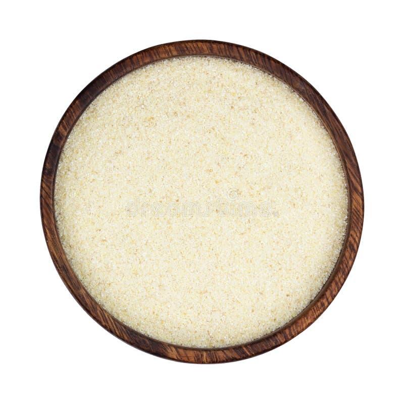 Mannagryn i träbunken som isoleras på vit bakgrund, bästa sikt royaltyfri bild
