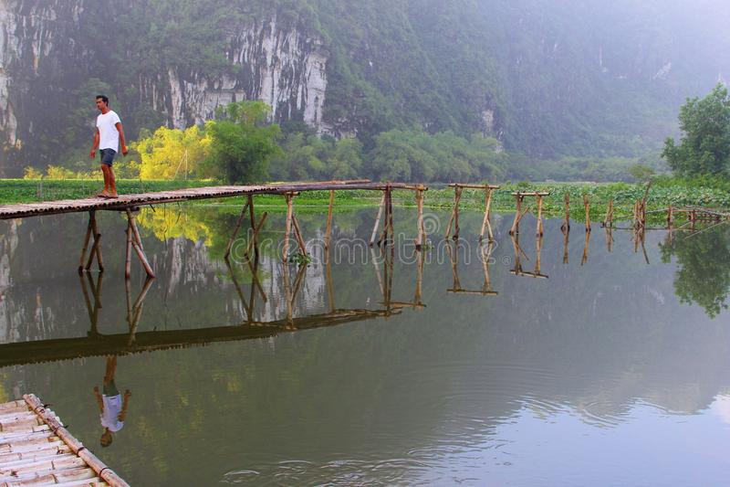 Mannbambuspier-Seeberge, Ninh Binh, Trang, Vietnam stockfotos
