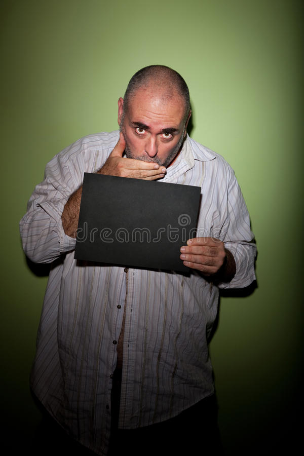 Mannbedeckungmund im Mugshot lizenzfreie stockfotografie