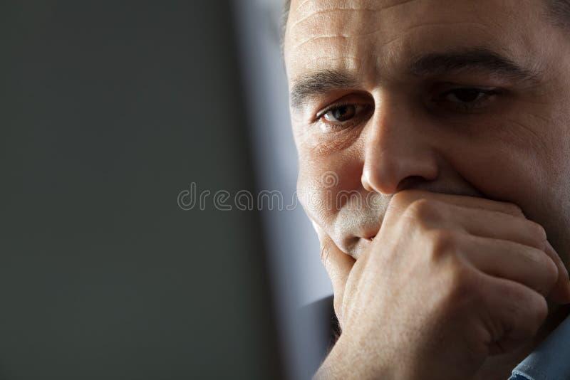 Manndenken lizenzfreie stockfotos