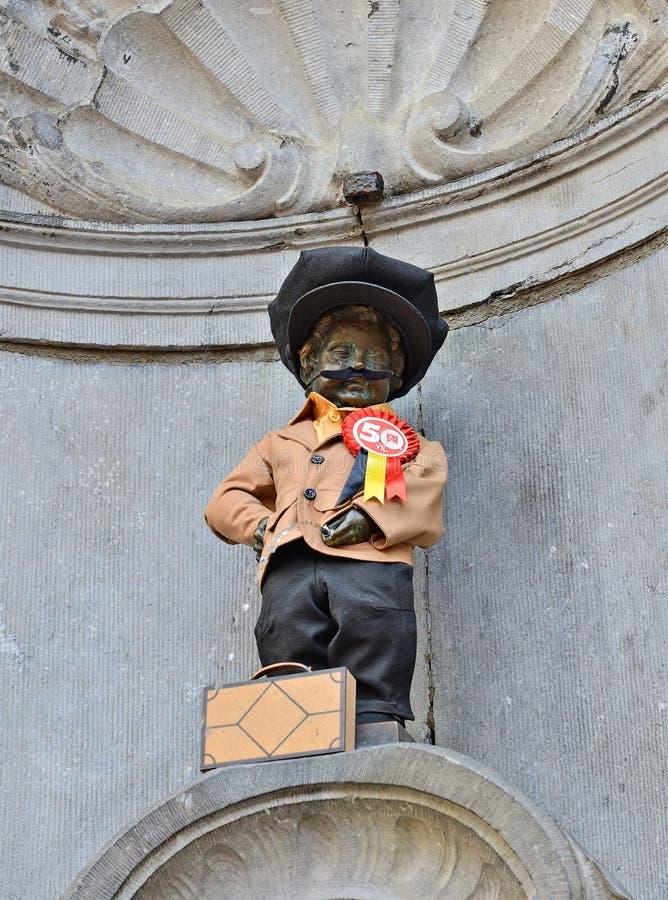 Manneken Pis授予了一套新的服装 免版税库存照片
