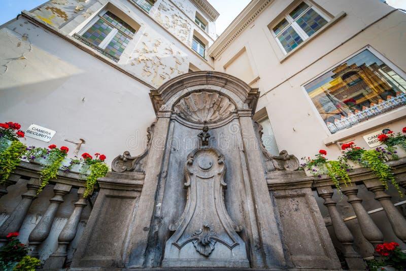 Manneken Pis skulptur i Bryssel, Belgien royaltyfria foton
