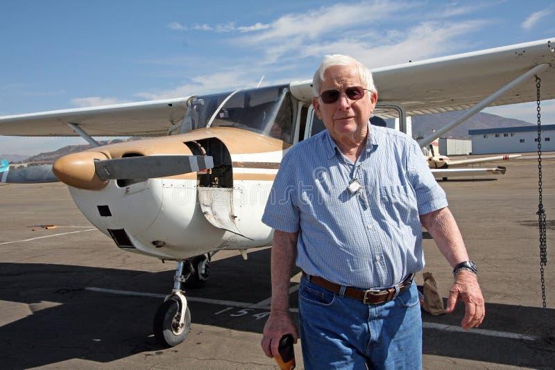 Mannelijk hoger en privé vliegtuig royalty-vrije stock foto's