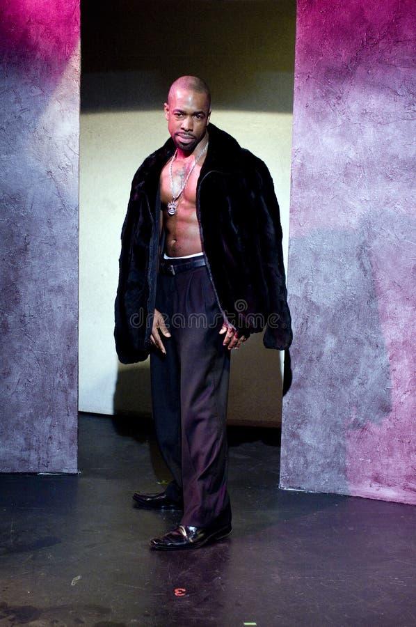mannelijk zwart Afrikaans Amerikaans acteurspimp stadium stock foto