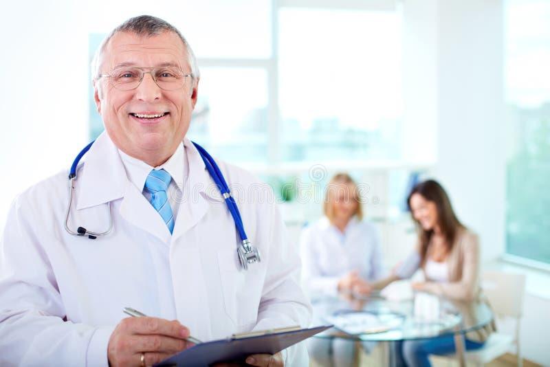 Mannelijke arts stock foto