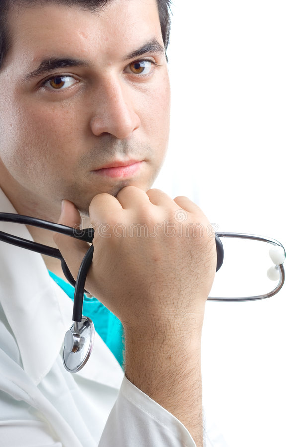Mannelijke arts die een stethoscoop in zijn hand houdt stock fotografie