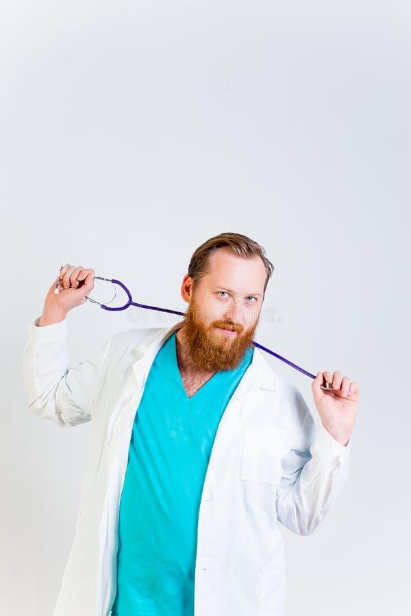 Mannelijke arts op zijn kantoor royalty-vrije stock afbeeldingen