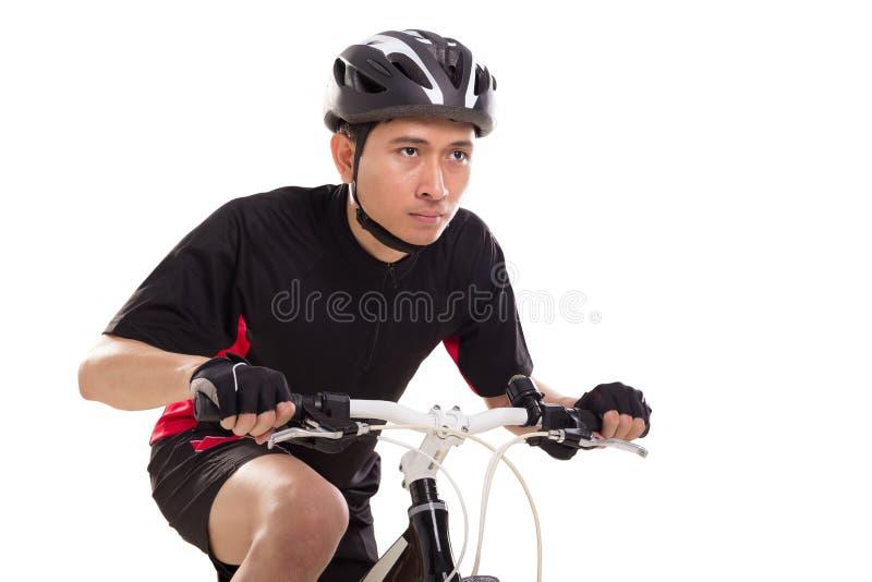 Mannelijke Aziatische fietser in zwarte uitrustingen, close-up op wit royalty-vrije stock afbeeldingen