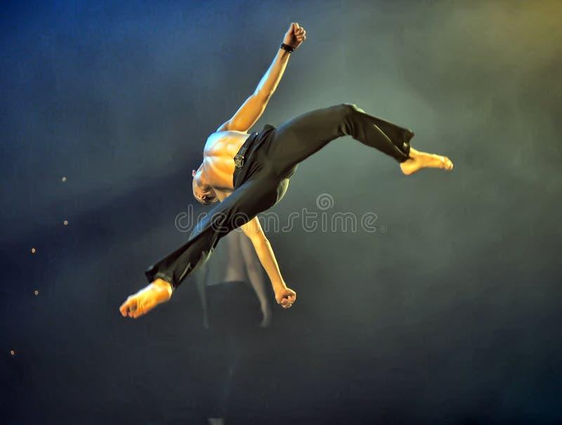Mannelijke balletprestaties stock foto's