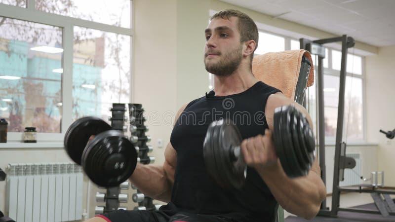 Mannelijke bodybuilder opleidingshand royalty-vrije stock fotografie