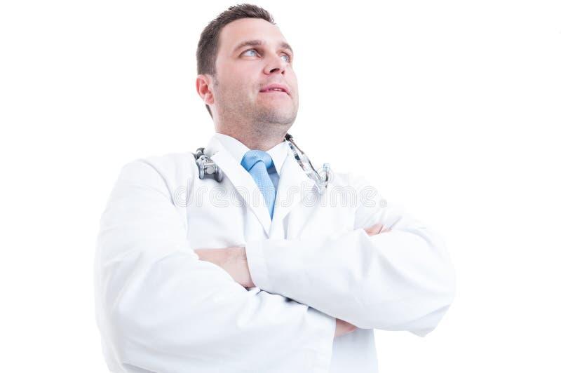 Mannelijke dokter die lage hoek zoals heldenschot stellen en krachtig royalty-vrije stock foto