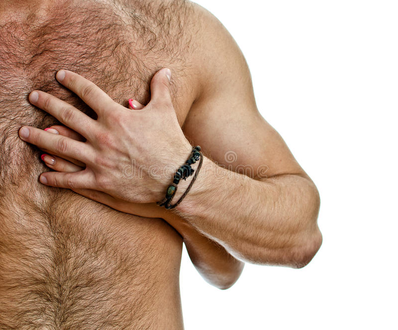 Mannelijke en vrouwelijke hand op de man borst. royalty-vrije stock afbeeldingen