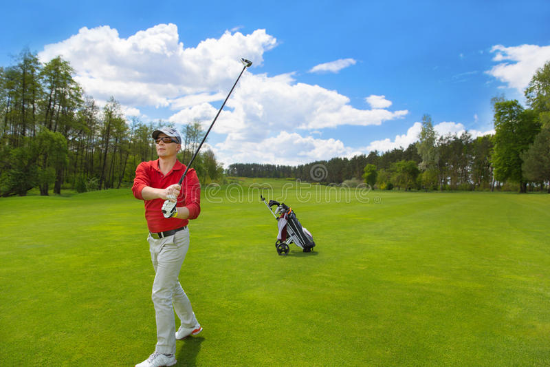 Mannelijke golfspeler stock foto