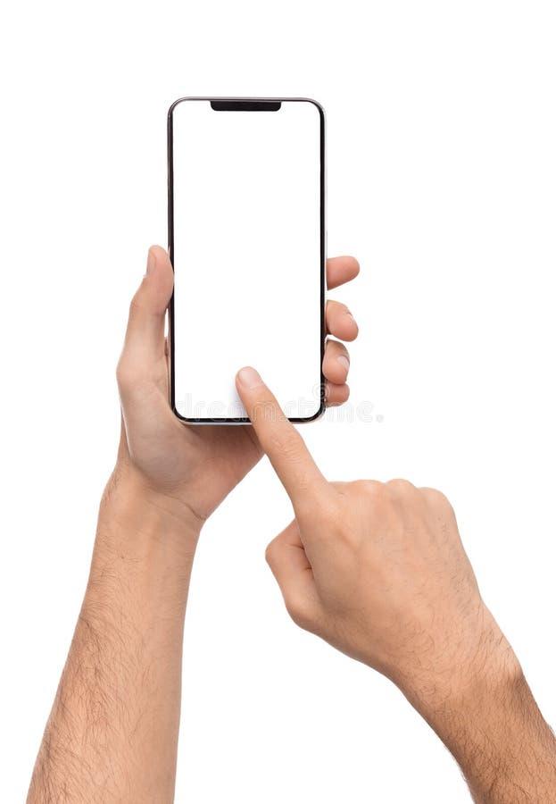 Mannelijke hand die lege touchscreen van smartphone gebruiken stock afbeelding