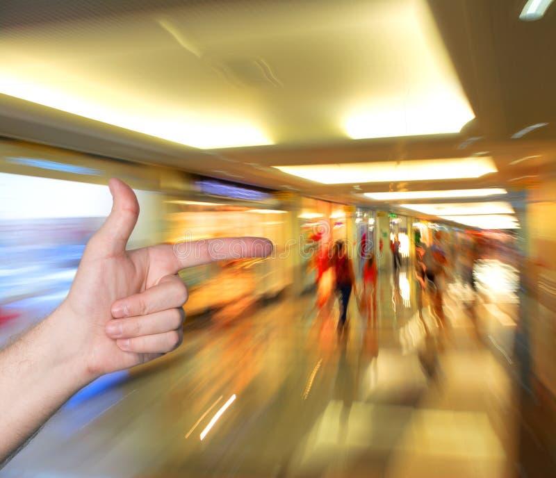 Mannelijke hand met het richten van vinger die iets tonen stock afbeeldingen