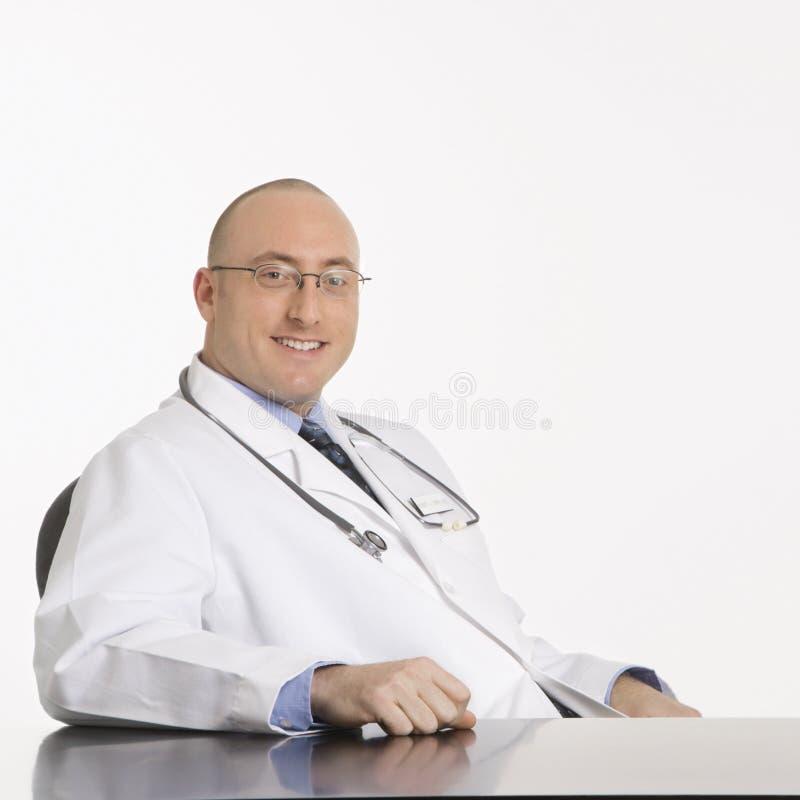 Mannelijke Kaukasische arts. stock foto's
