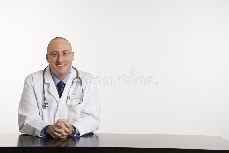 Mannelijke Kaukasische arts. royalty-vrije stock foto