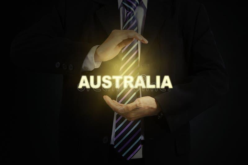 Mannelijke ondernemer die een woord van Australië beschermen royalty-vrije stock foto