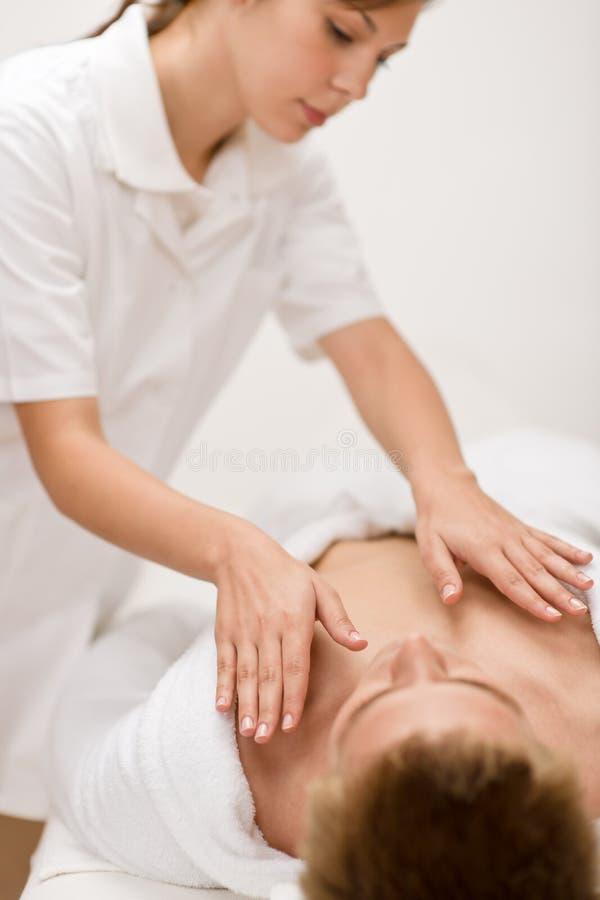 Mannelijke schoonheidsmiddelen - massage bij kuuroord stock afbeeldingen