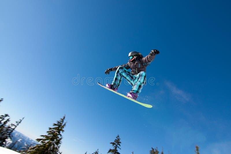 Mannelijke Snowboarder vangt Grote Lucht. stock afbeelding