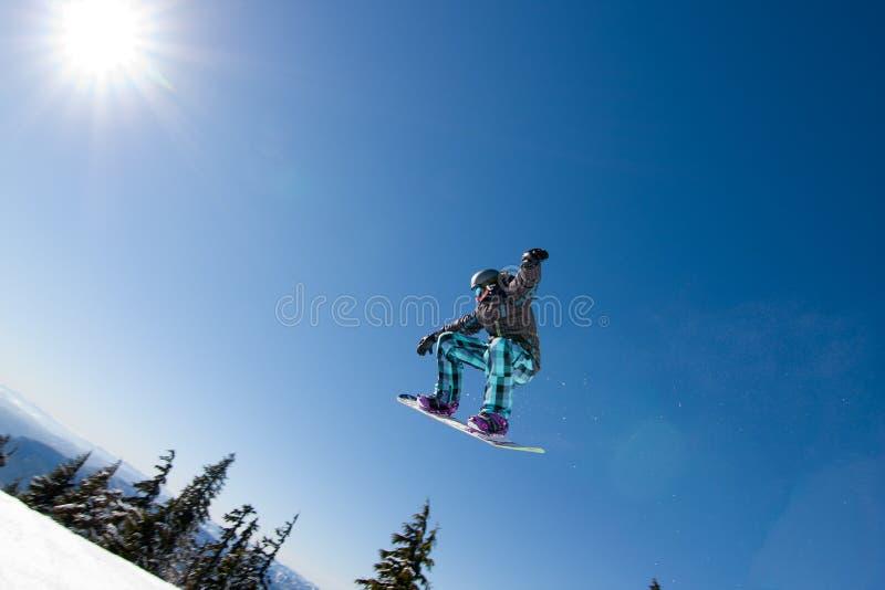 Mannelijke Snowboarder vangt Grote Lucht. royalty-vrije stock foto