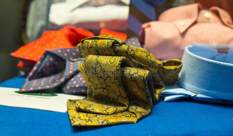 Mannelijke stropdassen en overhemden royalty-vrije stock fotografie