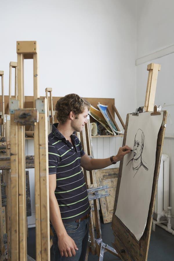 Mannelijke Student Drawing Charcoal Portrait stock afbeelding