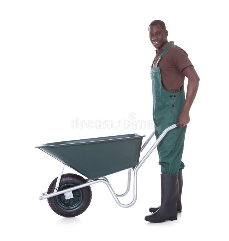 Mannelijke Tuinman With Wheelbarrow stock fotografie