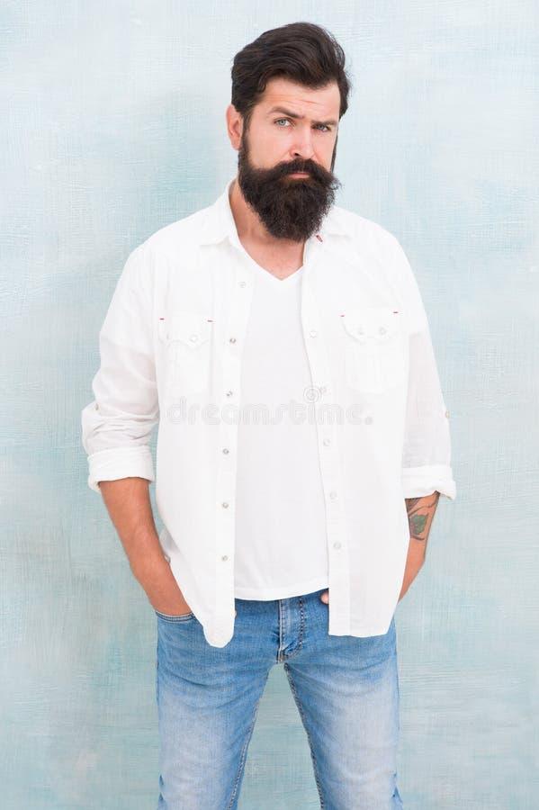Mannelijkheidconcept Hipster lange baard en snor Eenvoudig en toevallig Het toevallige stijl dagelijkse leven Zomermanier royalty-vrije stock afbeelding