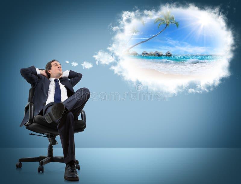 Mannen drömmer ferier arkivfoton
