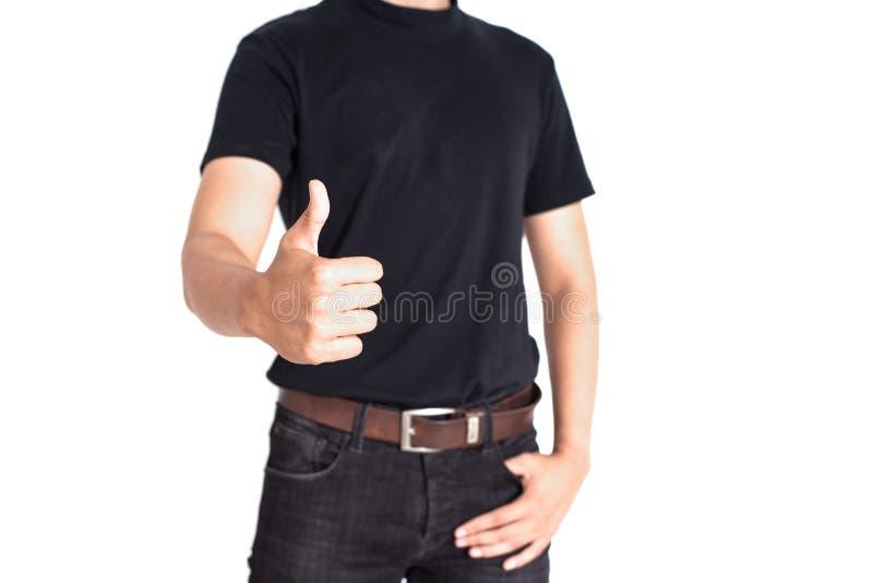 Mannen ger tummar upp p? isolerad vit bakgrund Gladlynt och framg?ng av folkbegreppet Tillf?llig och jeanstema royaltyfri foto